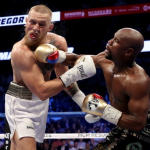 Video: McGregor sucumbió ante Mayweather y cayó por KO