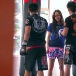 """Pensaron que era tímida: Experta en Muay Thai le jugó una broma a los """"galanes"""" del gimnasio"""