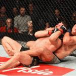Video: Georges St Pierre somete a Bisping y se corona campeón en UFC 217