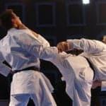 Asaltante sacó la peor parte al tratar de robarle a un karateca en Chile