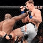 Video: Lewis regaló el mejor KO del UFC 229 y explicó por qué se quitó el pantalón tras su victoria