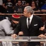 Peleador de MMA ataca a Bret Hart durante ceremonia de WWE