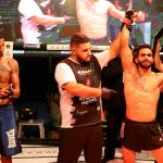 Atleta de MMA se corona campeón, pero dona todo su premio a su rival que viajó 35 horas para enfrentarlo