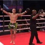 Video: Kickboxer cayó noqueado y se levantó pensando que había ganado