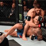 Khabib Nurmagomedov arrasó con Poirier y se coronó como campeón indiscutido en UFC 242