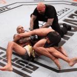 Charles Oliveira sometió a Kevin Lee y logró récord en UFC
