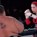 Video: mujer de 139 libras noquea a hombre de 529 libras en evento de MMA en Rusia