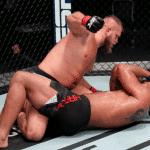 Marcin Tybura vence al controversial Greg Hardy en el último UFC del año